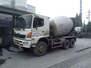 HINO camión hormigonera