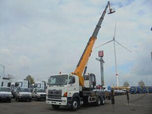 HINO 700 6X4 plataforma sobre camión